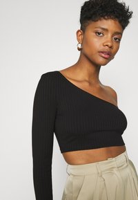 Glamorous - CROP ASYMMETRIC ONE SLEEVE 2 PACK - Long sleeved top - black / forest green - 5