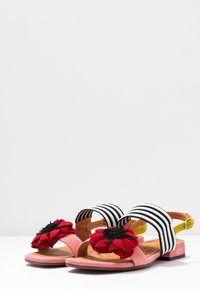 Chie Mihara - TIDA - Sandals - cherry/rojo/curry - 4
