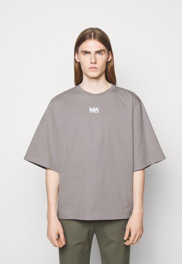 TEE - Printtipaita - grey
