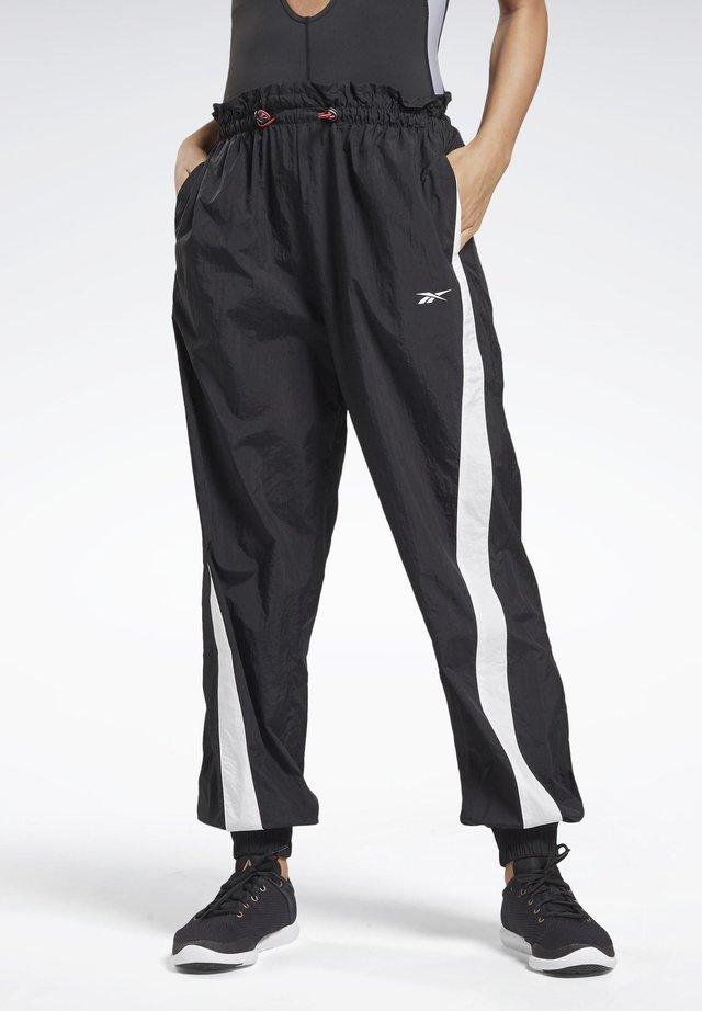 STUDIO HIGH INTENSITY PANTS - Pantalones deportivos - black