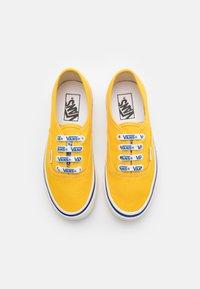 Vans - ANAHEIM AUTHENTIC 44 DX UNISEX - Trainers - yellow/white - 3
