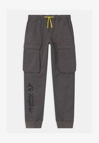 Automobili Lamborghini Kidswear - LOGOSCRIPT SPORTY - Cargo trousers - grey telesto - 0