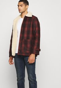 Nudie Jeans - MANGAN - Summer jacket - brick red - 4