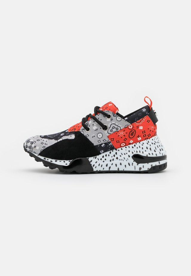CLIFF - Trainers - grey/red