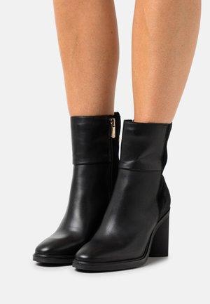 HARDWARE BOOT - Kotníkové boty - black