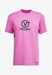Vans - DISTORT PERFORMANCE  - T-shirt med print - rosebud - 3