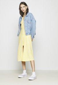 Monki - AVRIL DRESS - Košilové šaty - yellow - 3