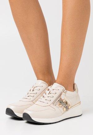 WOMS  - Sneakers laag - beige