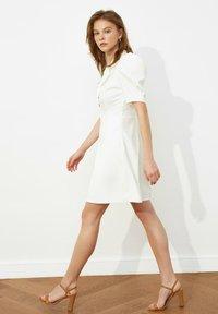 Trendyol - SIYAH - Shirt dress - cream - 1