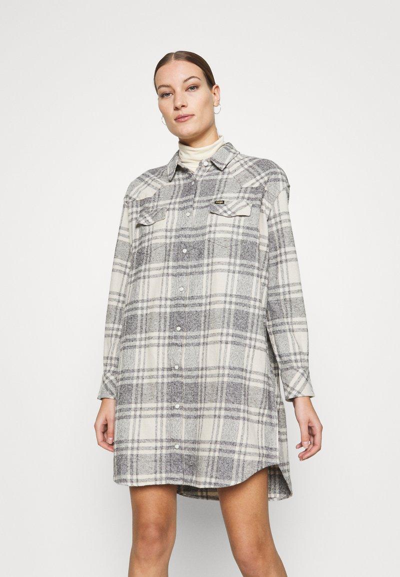 Wrangler - OVERSHIRT DRESS - Shirt dress - whisper white