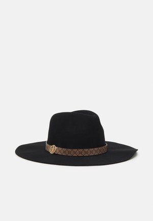 WIDE BRIM BRANDED FEDORA - Chapeau - black