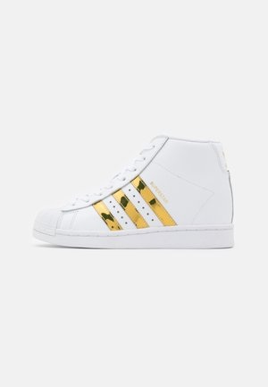 SUPERSTAR UP - Vysoké tenisky - footwear white/gold metallic/core black