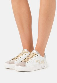 Kaporal - LULLABY - Zapatillas - blanc/or - 0
