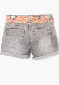 s.Oliver - MIT TEXTILGÜRTEL - Denim shorts - light grey - 1