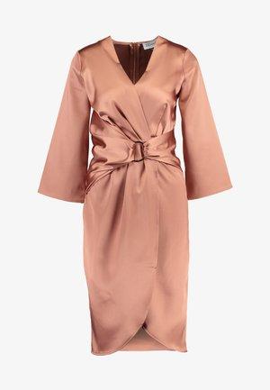 PLEATED WRAP DRESS - Vestido informal - rose gold