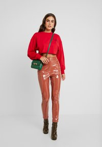 Missguided - CROPPED RAW HEM - Sweater - red - 1