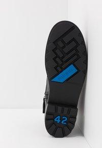 Diesel - D-THROUPER DBB Z - Lace-up ankle boots - black - 4