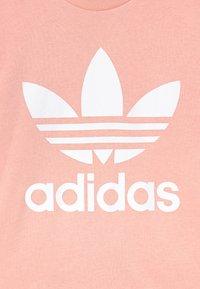adidas Originals - CREW SET UNISEX - Verryttelypuku - haze coral/white - 3