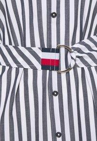 Tommy Hilfiger - MIDI DRESS  - Robe chemise - banker/desert sky - 2