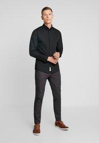 Produkt - PKTDEK SHARIF - Skjorter - black - 1