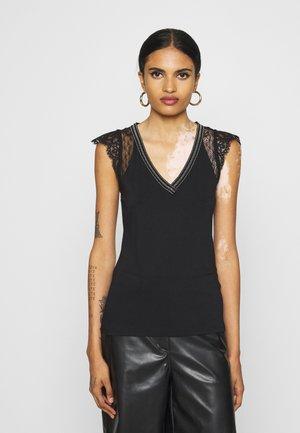 DERNA - Print T-shirt - noir