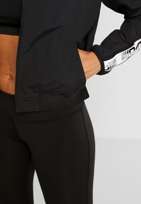 Reebok - ELEMENTS TRAINING TRACKSUIT - Treningsdress - black - 6