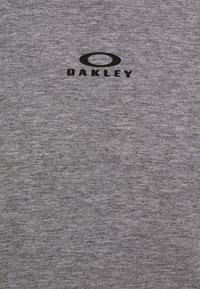 Oakley - BARK NEW - Basic T-shirt - athletic heather grey - 5