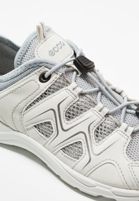 ECCO - TERRACRUISE - Hiking shoes - shadow white/concrete - 5
