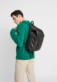 Royal RepubliQ - LUCID BACKPACK - Reppu - black - 1