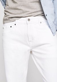 Pepe Jeans - STANLEY - Slim fit jeans - white - 4