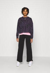 Nike Sportswear - CREW - Sudadera - dark raisin - 1