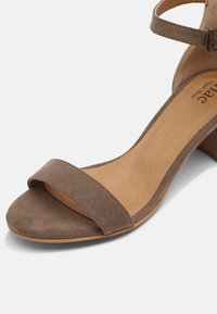 NAE Vegan Shoes - IRENE - Sandaalit nilkkaremmillä - beige - 7