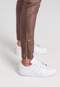 Marc Aurel - Slim fit jeans - shiny cognac - 3