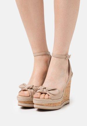 ABAWEN - Sandály na platformě - bone