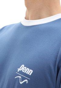 Vans - MN VANS X PENN SS - Print T-shirt - (penn) true navy - 2