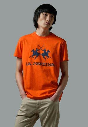 RUTGER - T-shirt con stampa - red orange