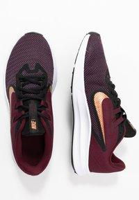 Nike Performance - DOWNSHIFTER  - Obuwie do biegania treningowe - night maroon/metallic copper/black - 1