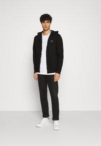 GAP - MICRO LOGO - Zip-up hoodie - true black - 1