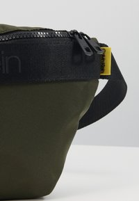 Calvin Klein - NASTRO LOGO WAISTBAG - Saszetka nerka - green - 2