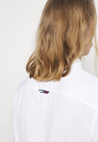 Tommy Jeans - LIGHTWEIGHT - Košile - white - 4