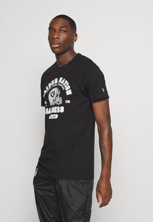 NFL OAKLAND RAIDERSHELMET AND WORDMARK TEE - Klubové oblečení - black