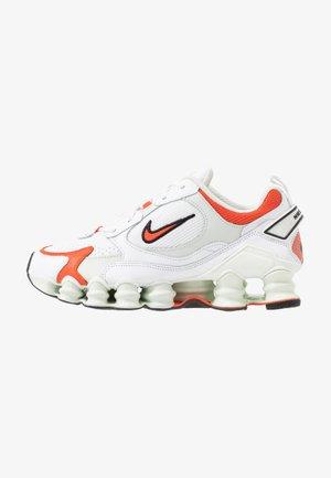 SHOX TL NOVA - Sneakers laag - white/team orange/spruce aura/black