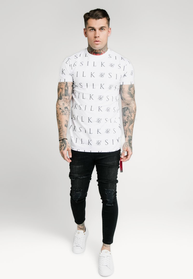 SIKSILK - FITTED BOX TEE - Print T-shirt - white/grey