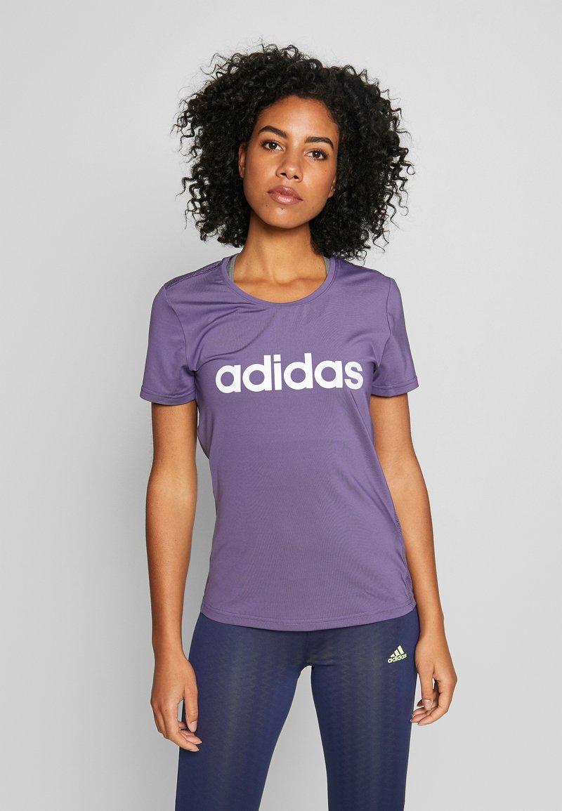 adidas Performance - DESIGN 2 MOVE LOGO TEE - Print T-shirt - tech purple/white