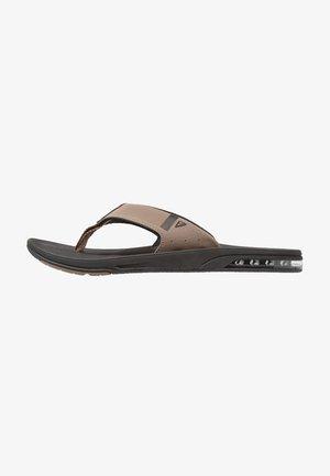 FANNING LOW - T-bar sandals - black/tan