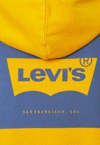 Levi's® - GRAPHIC HOODIE UNISEX - Huppari - golden yellow - 2