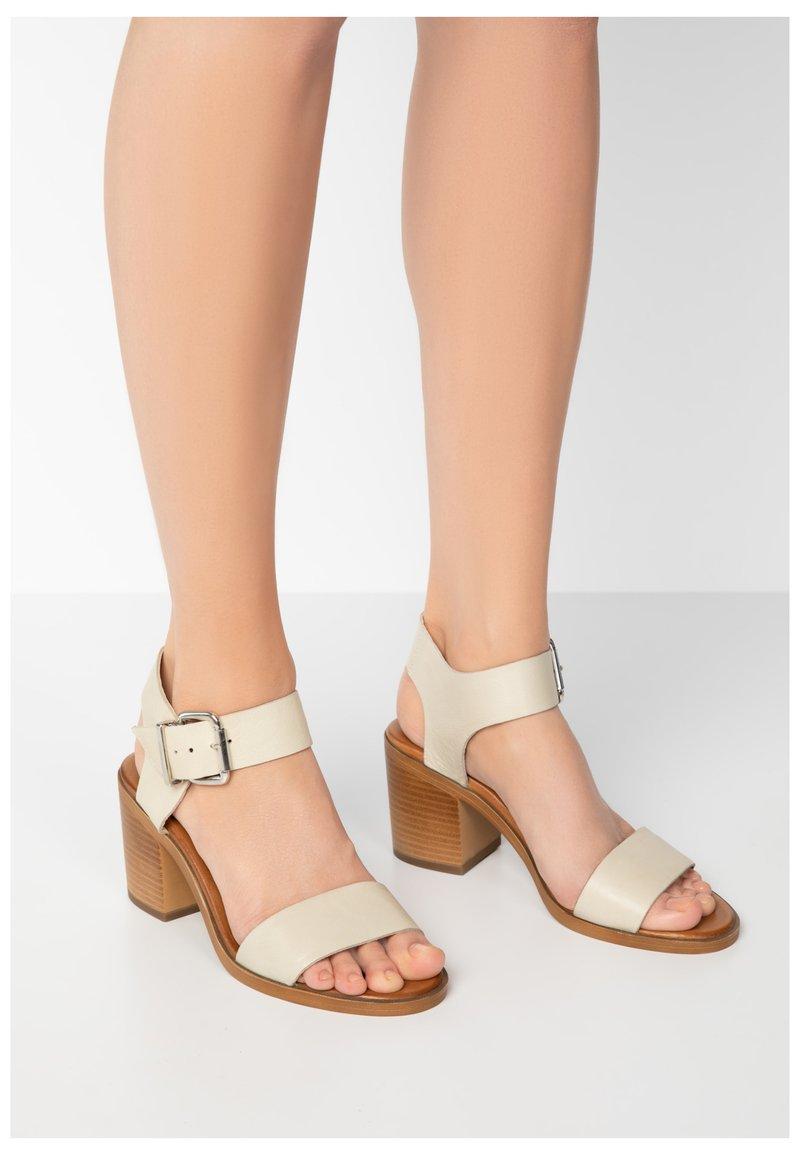 Inuovo - Sandals - bone bne