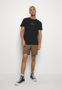 CLOSURE London - UTILITY TEE - Print T-shirt - black