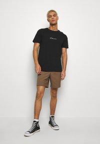 CLOSURE London - UTILITY TEE - T-shirt con stampa - black - 1
