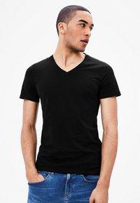 s.Oliver - 2 PACK - Undershirt - black - 1
